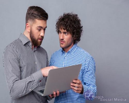 2-men-discussing-online-customer-reviews